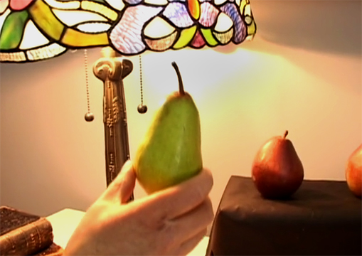 pear-light-source-reflections